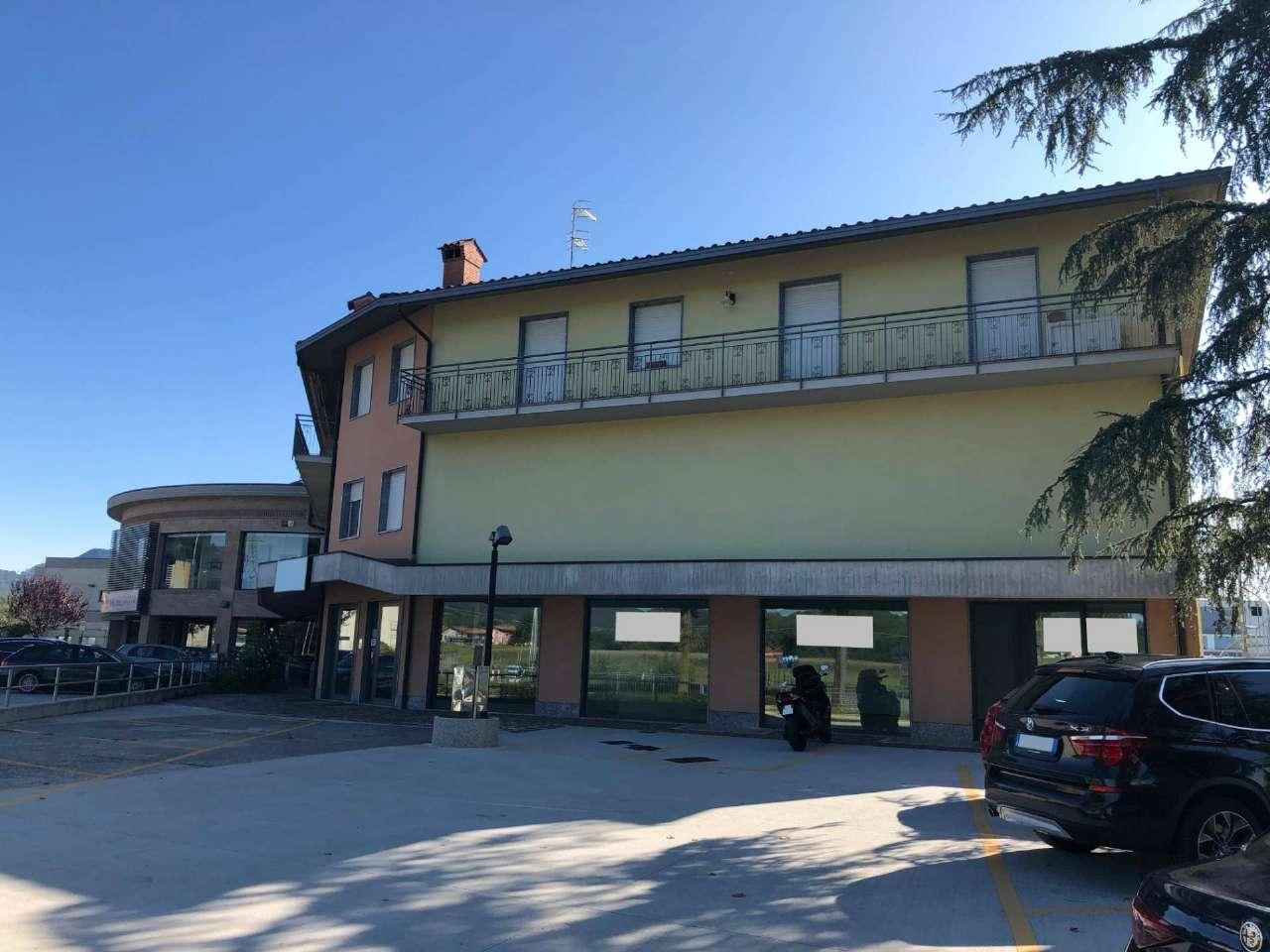 Negozio / Locale in affitto a Almenno San Bartolomeo, 2 locali, prezzo € 1.000   CambioCasa.it