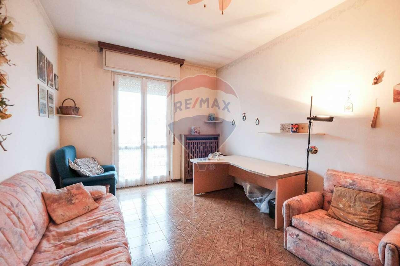 Appartamento in vendita a Ponte San Pietro, 3 locali, prezzo € 78.000 | CambioCasa.it