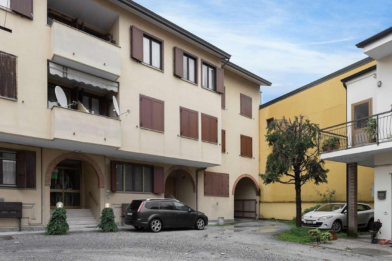 Appartamento in vendita a Trezzano Rosa, 3 locali, prezzo € 89.000 | CambioCasa.it