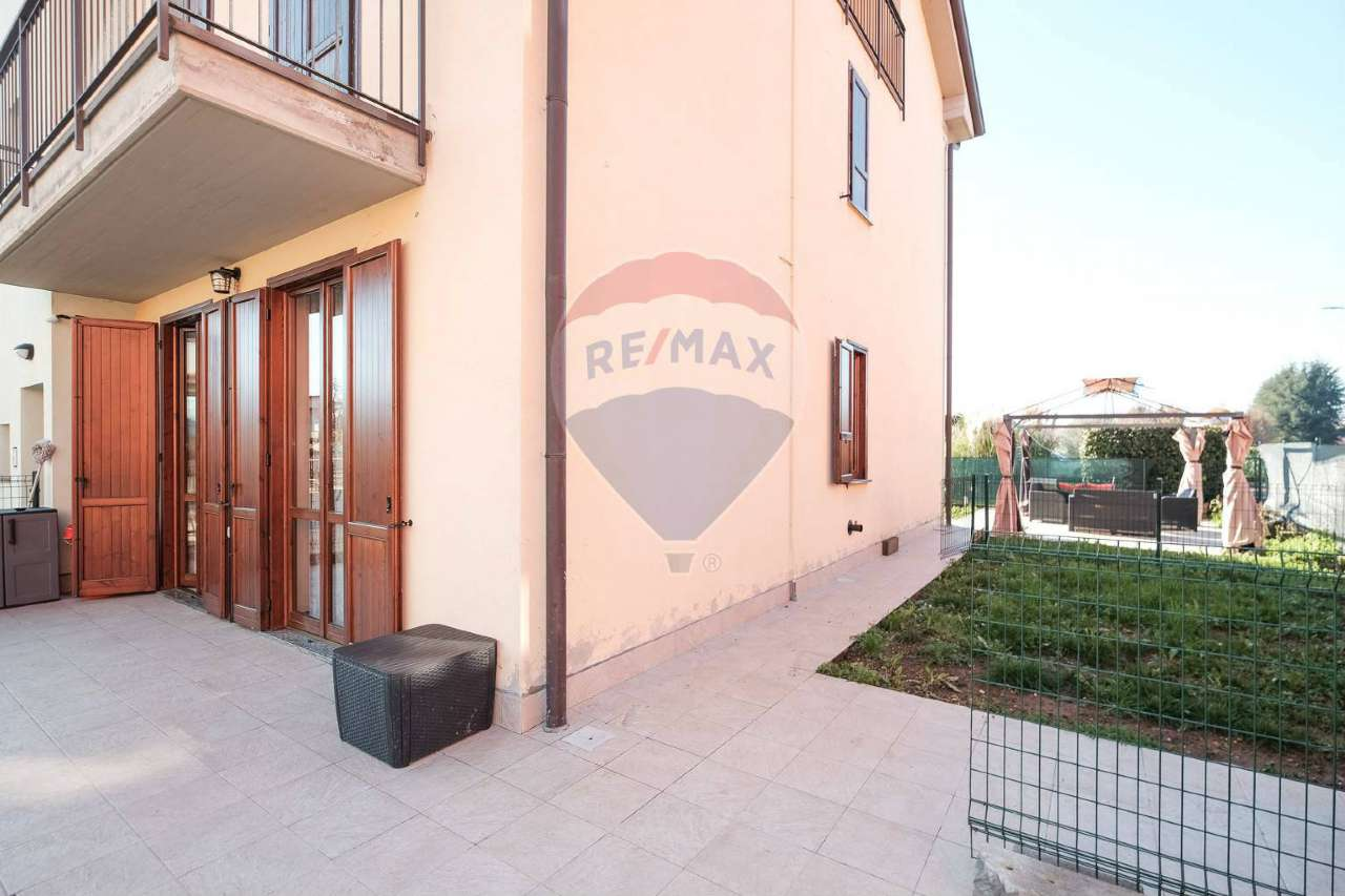 Appartamento in vendita a Bonate Sotto, 3 locali, prezzo € 159.000   CambioCasa.it