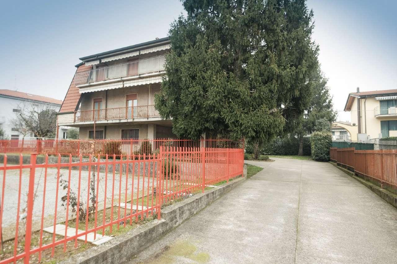 Villa in vendita a Levate, 8 locali, prezzo € 599.000 | CambioCasa.it