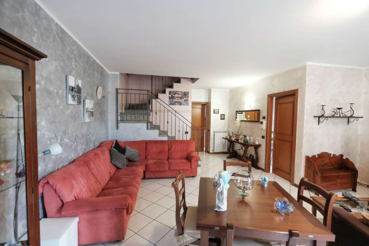 Appartamento in vendita a Canonica d'Adda, 4 locali, prezzo € 155.000 | PortaleAgenzieImmobiliari.it