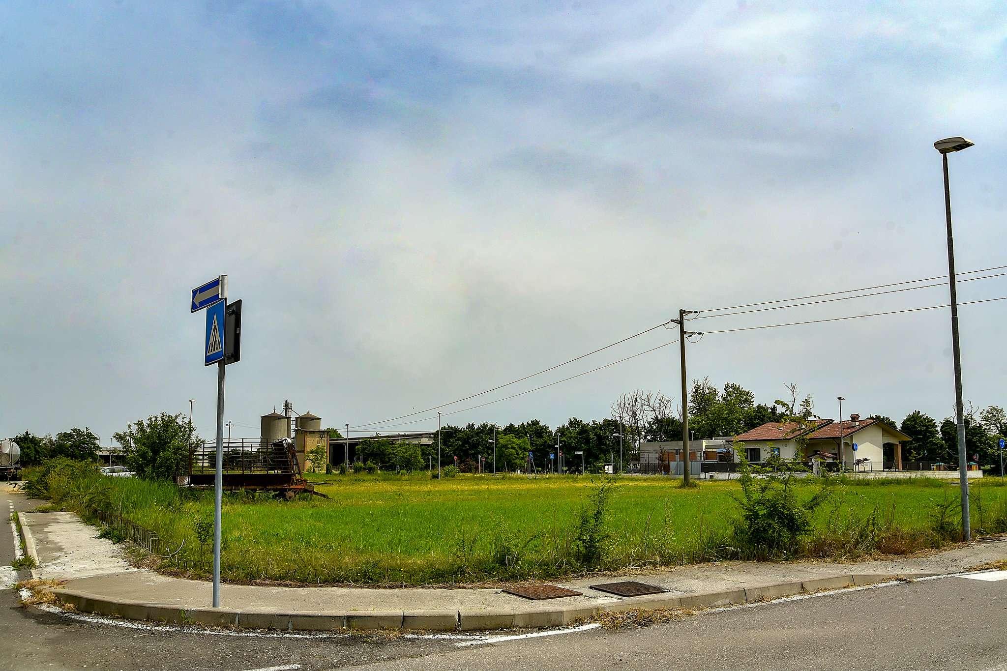 Terreno Edificabile Residenziale in vendita a Isso, 9999 locali, prezzo € 350.000 | CambioCasa.it