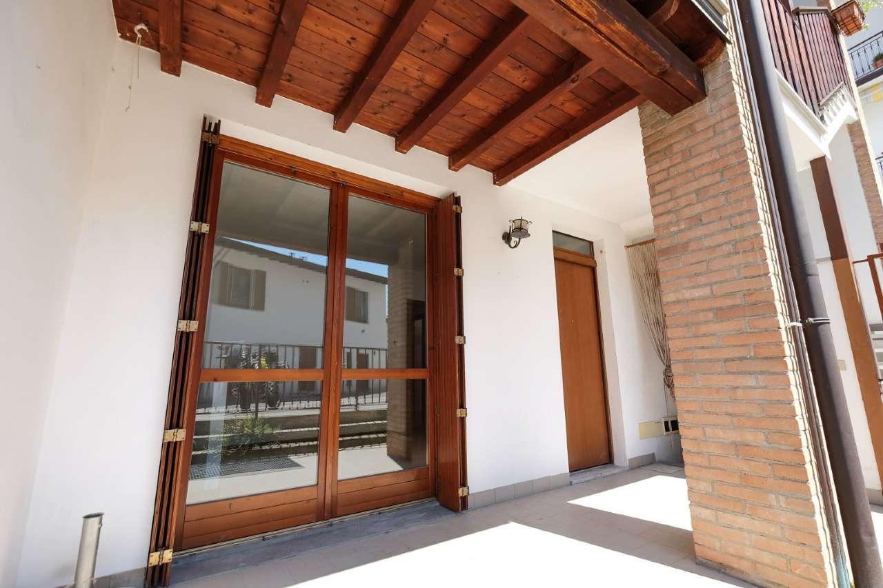 Appartamento in vendita a Chignolo d'Isola, 3 locali, prezzo € 122.000   CambioCasa.it