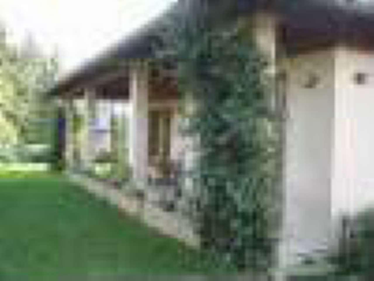 Villa in vendita a Erba, 5 locali, prezzo € 389.000 | CambioCasa.it