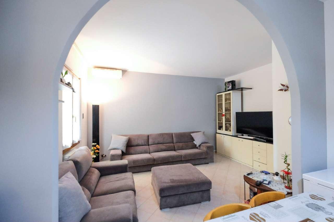 Appartamento in vendita a Brembate, 3 locali, prezzo € 100.000 | CambioCasa.it