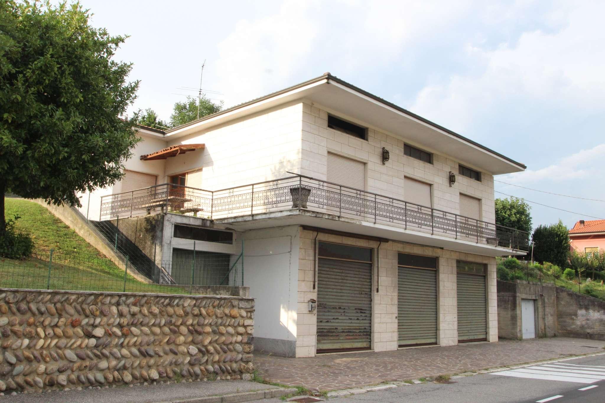 Villa in vendita a Almenno San Salvatore, 7 locali, prezzo € 170.000 | CambioCasa.it