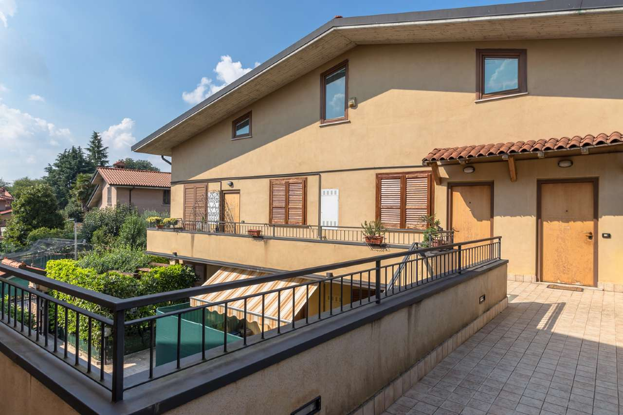 Appartamento in vendita a Boltiere, 3 locali, prezzo € 115.000 | PortaleAgenzieImmobiliari.it