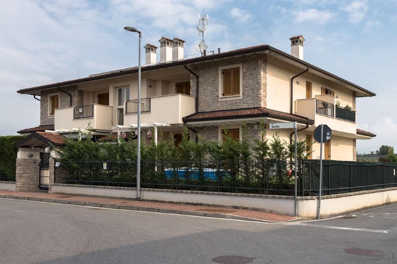 Appartamento in vendita a Grezzago, 3 locali, prezzo € 155.000   CambioCasa.it