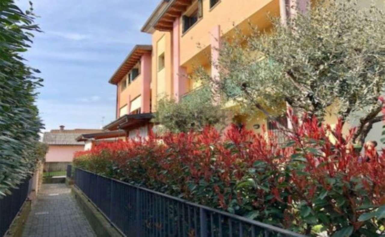 Appartamento in vendita a Rovato, 3 locali, prezzo € 90.000 | CambioCasa.it