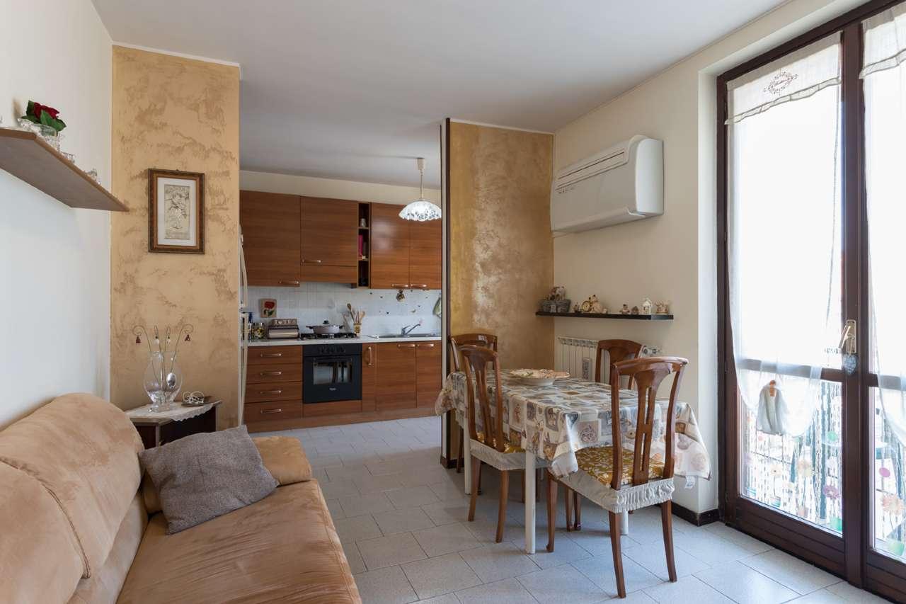 Appartamento in vendita a Grezzago, 3 locali, prezzo € 100.000   CambioCasa.it
