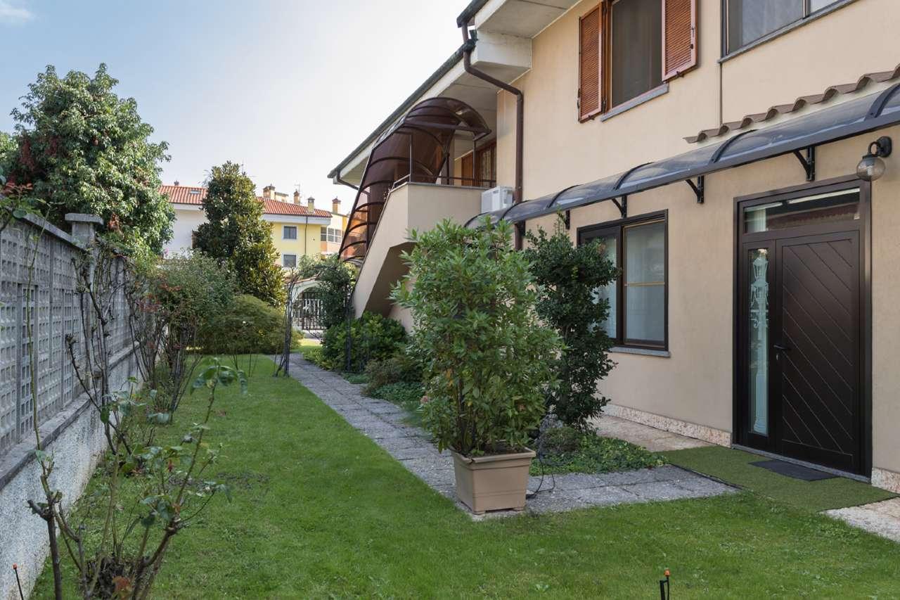 Villa in vendita a Trezzano Rosa, 8 locali, prezzo € 450.000 | PortaleAgenzieImmobiliari.it