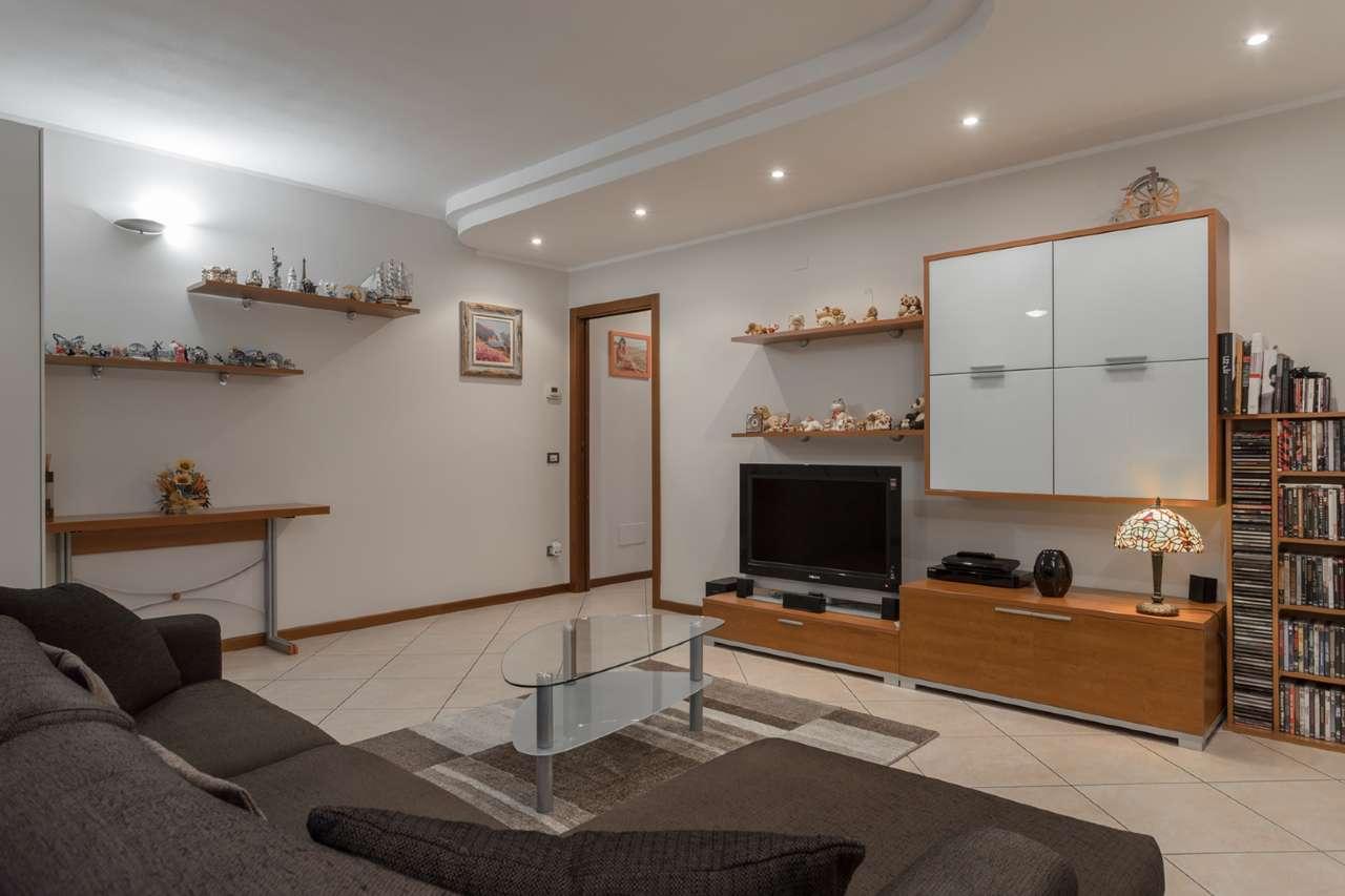 Appartamento in vendita a Trezzano Rosa, 3 locali, prezzo € 143.000 | CambioCasa.it