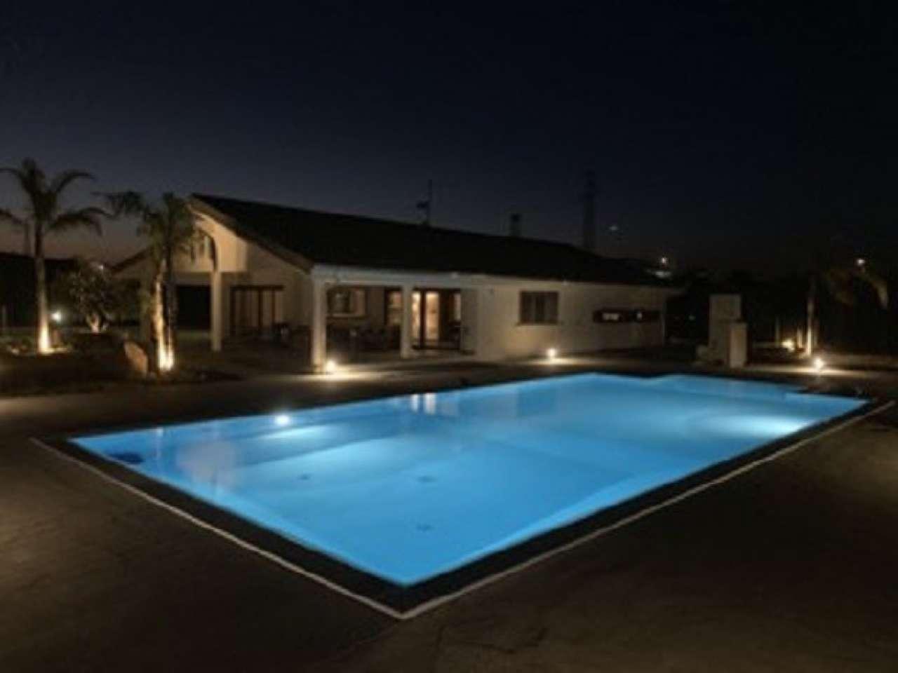Palazzo / Stabile in vendita a Nova Siri, 12 locali, prezzo € 650.000 | CambioCasa.it