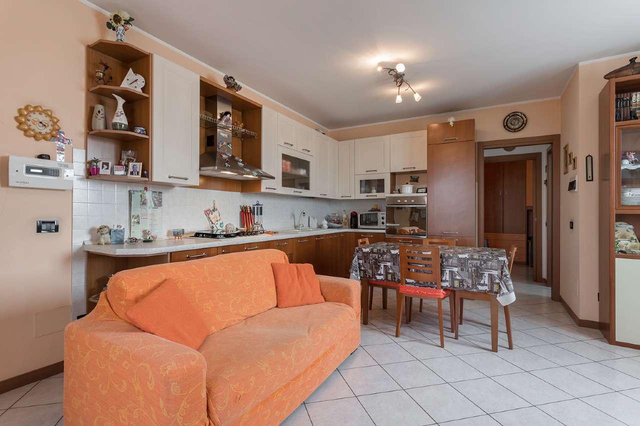 Appartamento in vendita a Trezzano Rosa, 3 locali, prezzo € 145.000 | PortaleAgenzieImmobiliari.it