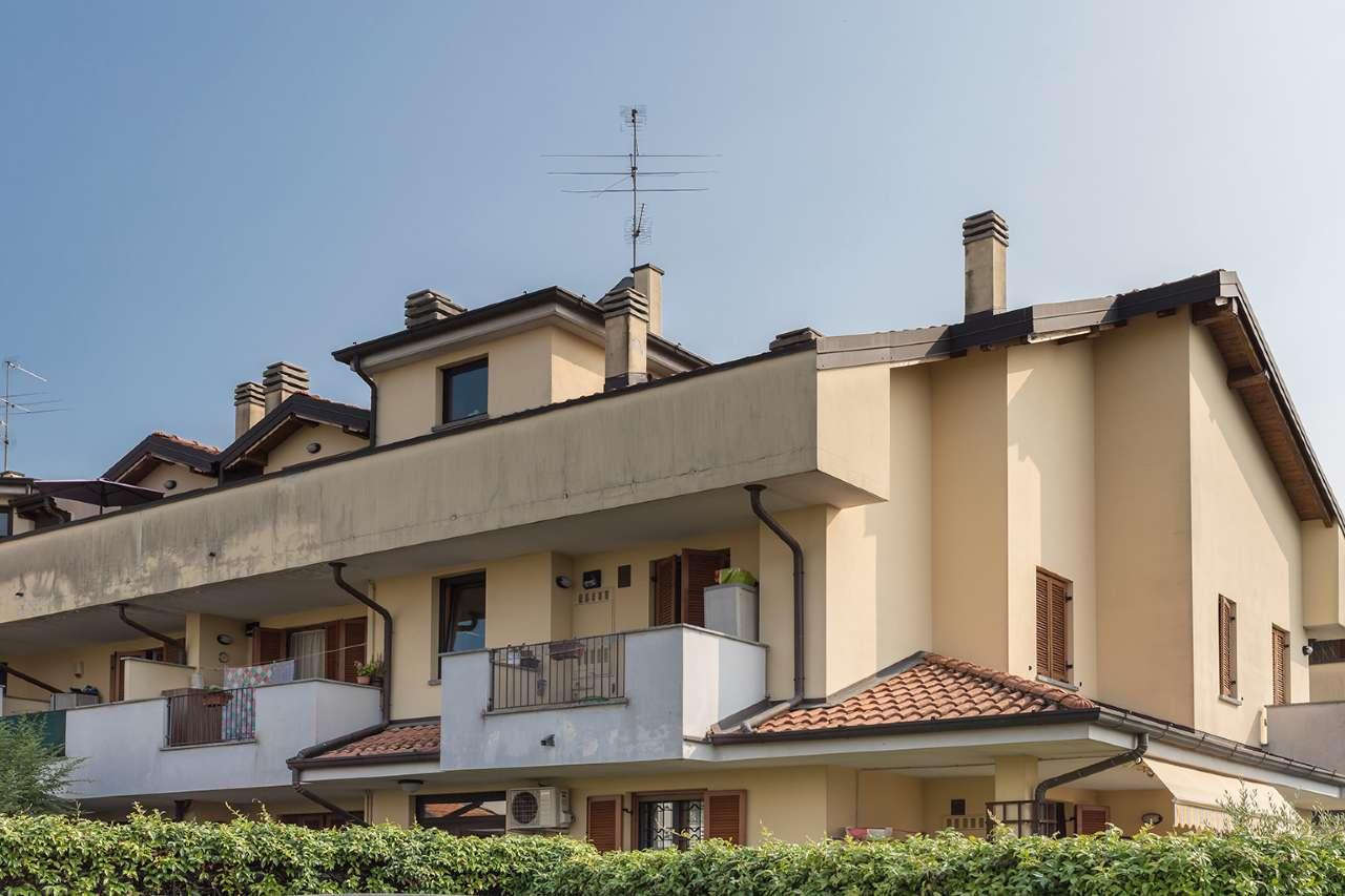 Appartamento in vendita a Trezzano Rosa, 5 locali, prezzo € 235.000 | CambioCasa.it