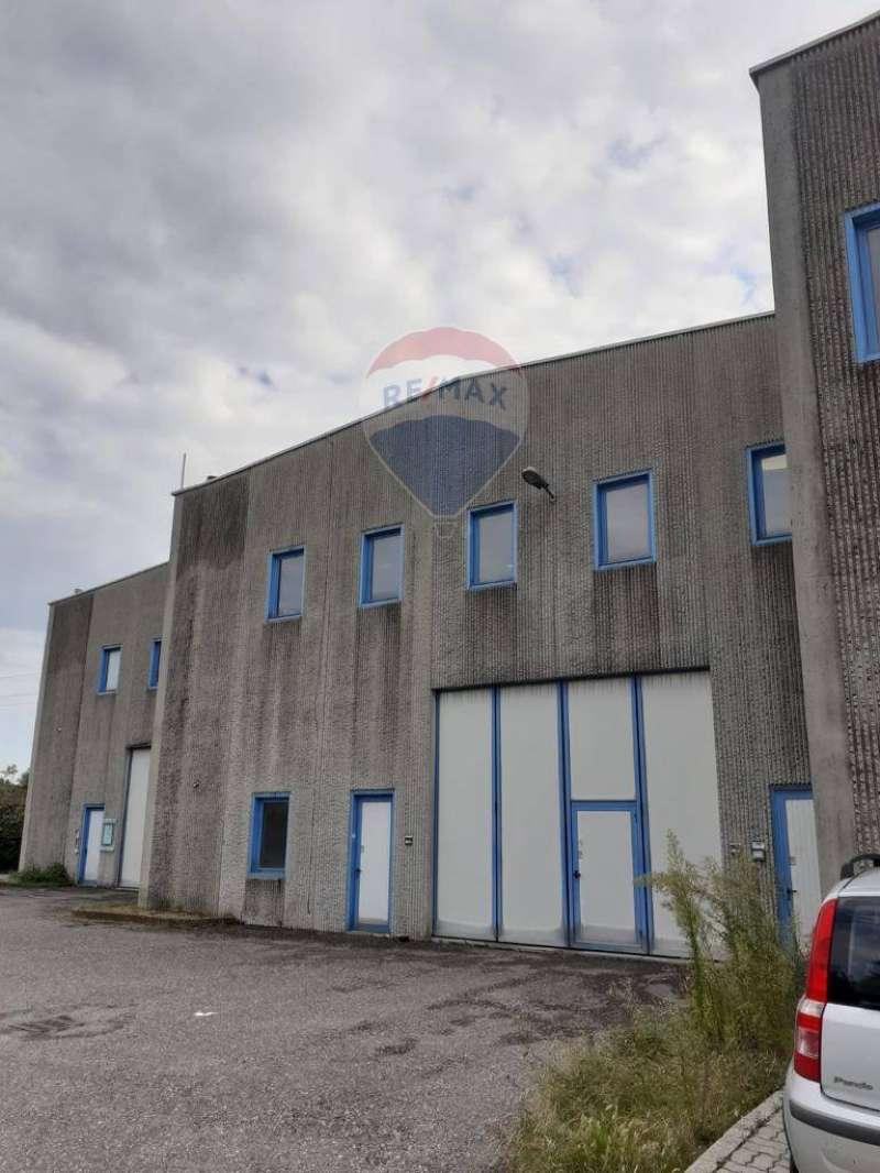 Laboratorio in affitto a Ranica, 3 locali, prezzo € 1.500 | CambioCasa.it