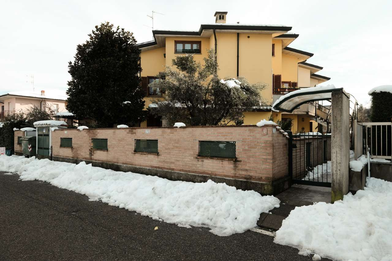 Appartamento in vendita a Pontirolo Nuovo, 4 locali, prezzo € 155.000 | CambioCasa.it