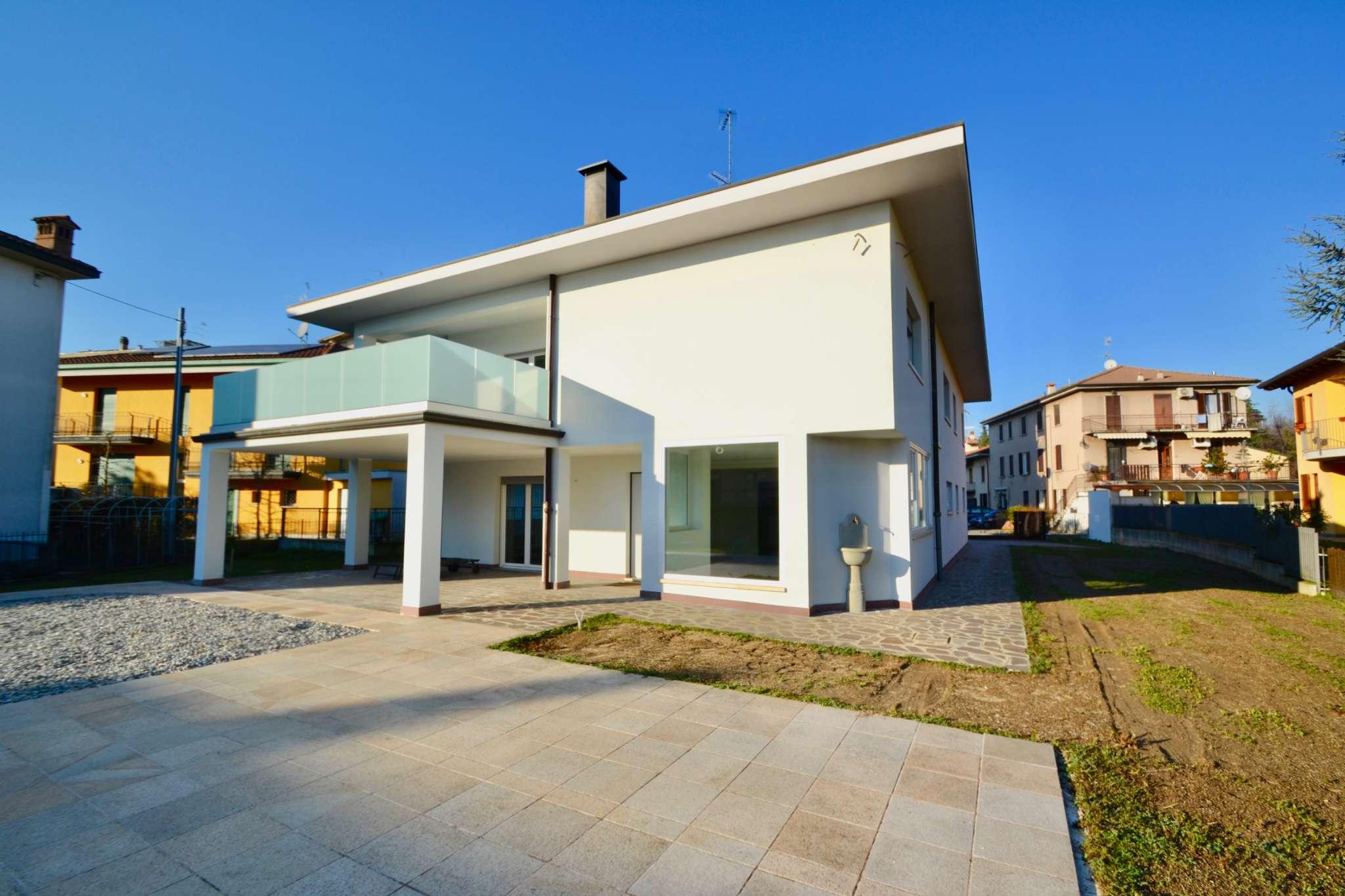 Villa in Vendita a Curno