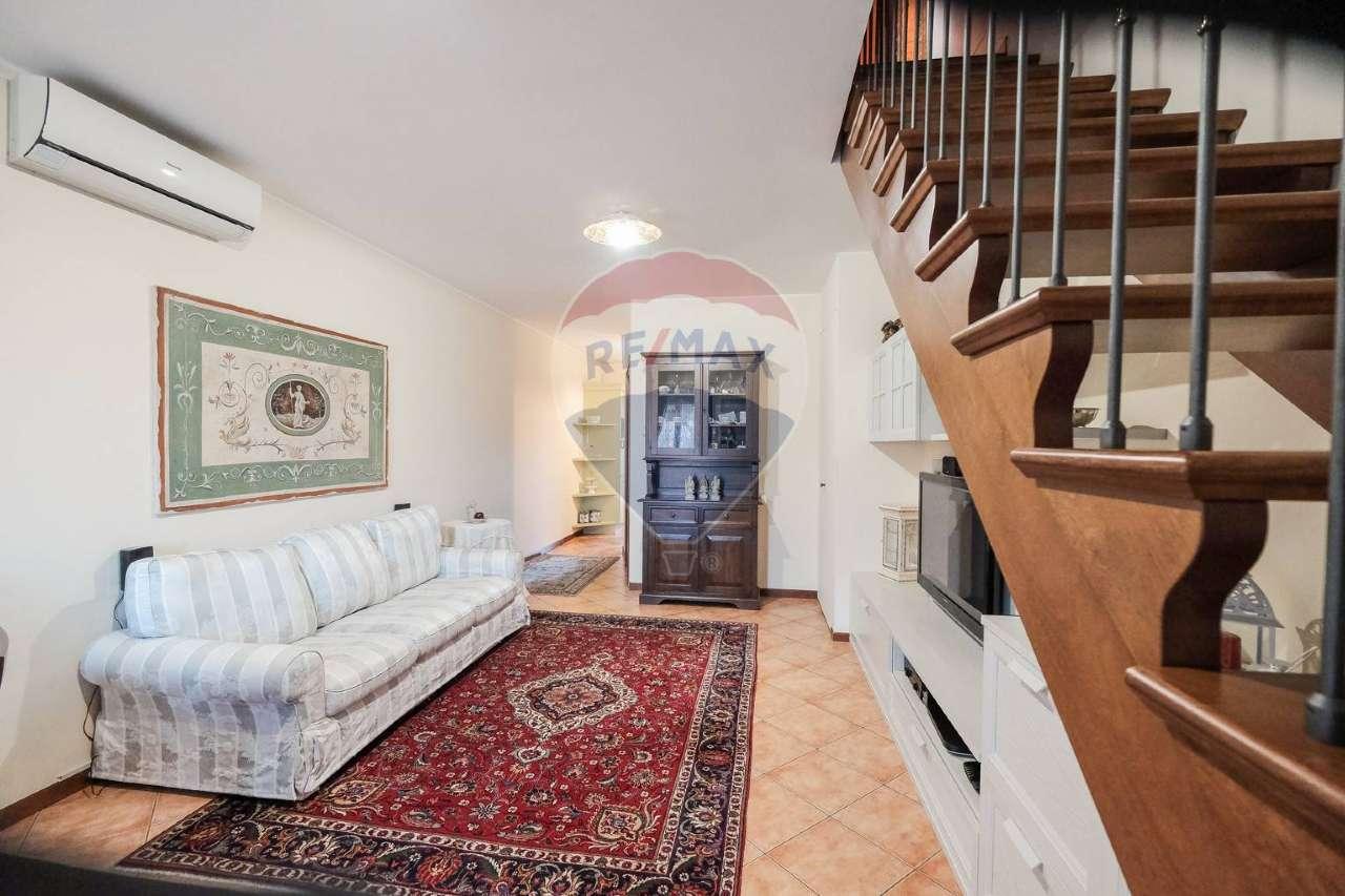 Appartamento in vendita a Palazzago, 3 locali, prezzo € 135.000 | CambioCasa.it