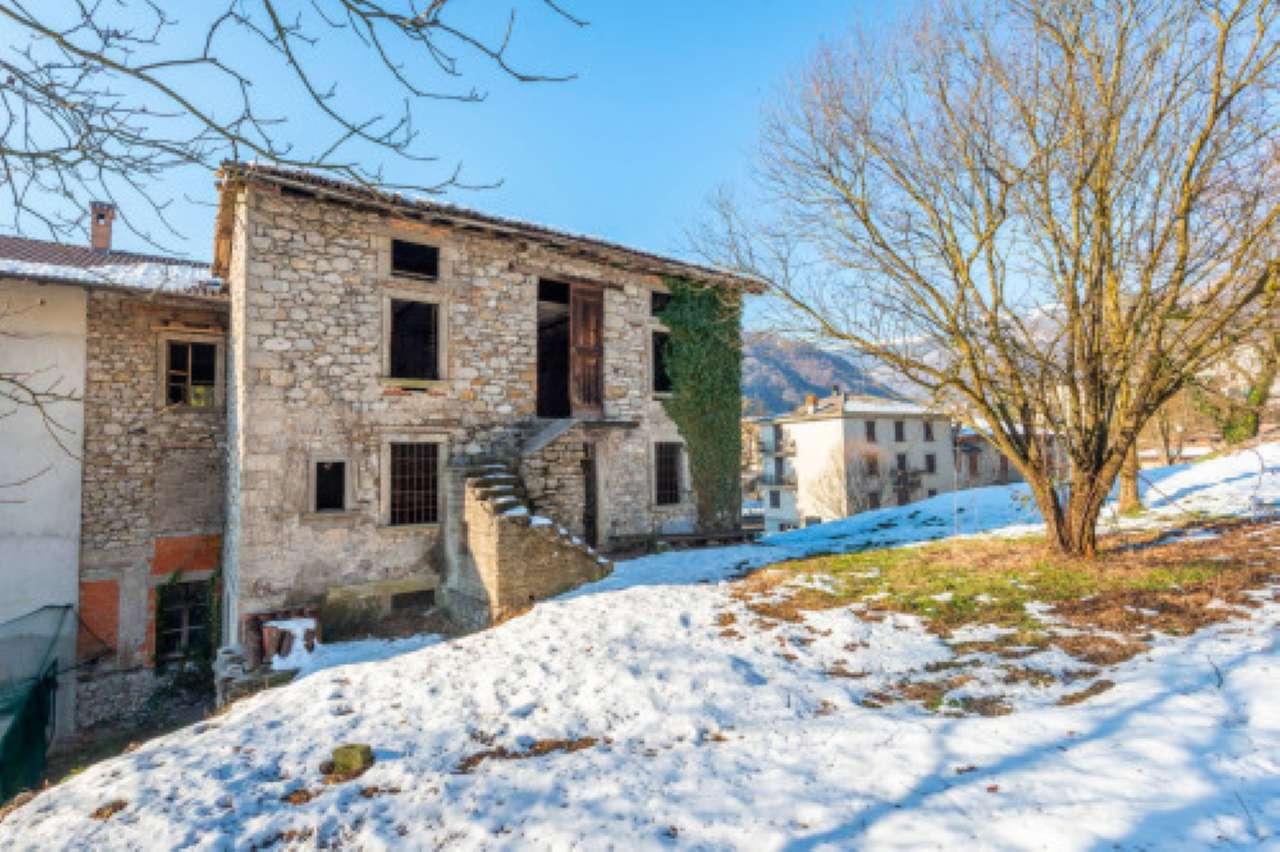 Soluzione Semindipendente in vendita a Sant'Omobono Terme, 10 locali, prezzo € 78.000   CambioCasa.it