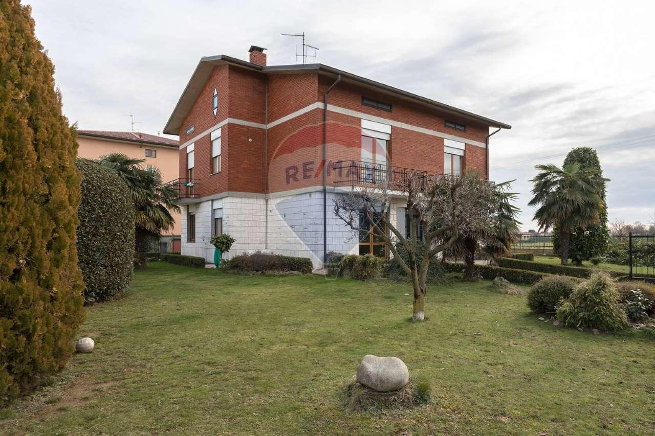 Villa in vendita a Bottanuco, 8 locali, prezzo € 290.000 | PortaleAgenzieImmobiliari.it