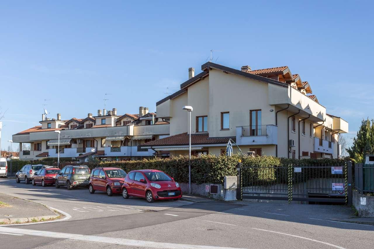 Appartamento in vendita a Trezzano Rosa, 3 locali, prezzo € 135.000 | CambioCasa.it