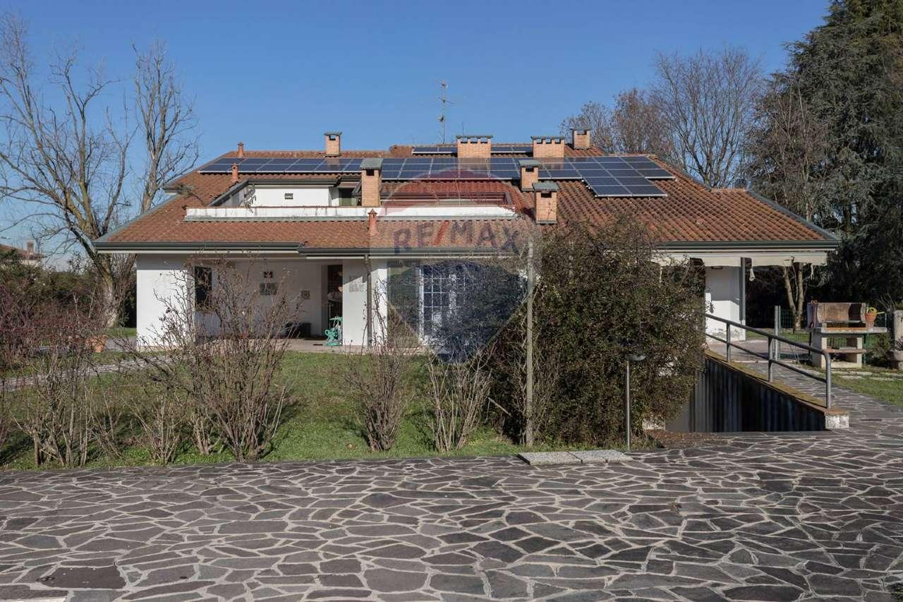 Villa in vendita a Brignano Gera d'Adda, 17 locali, prezzo € 590.000   PortaleAgenzieImmobiliari.it