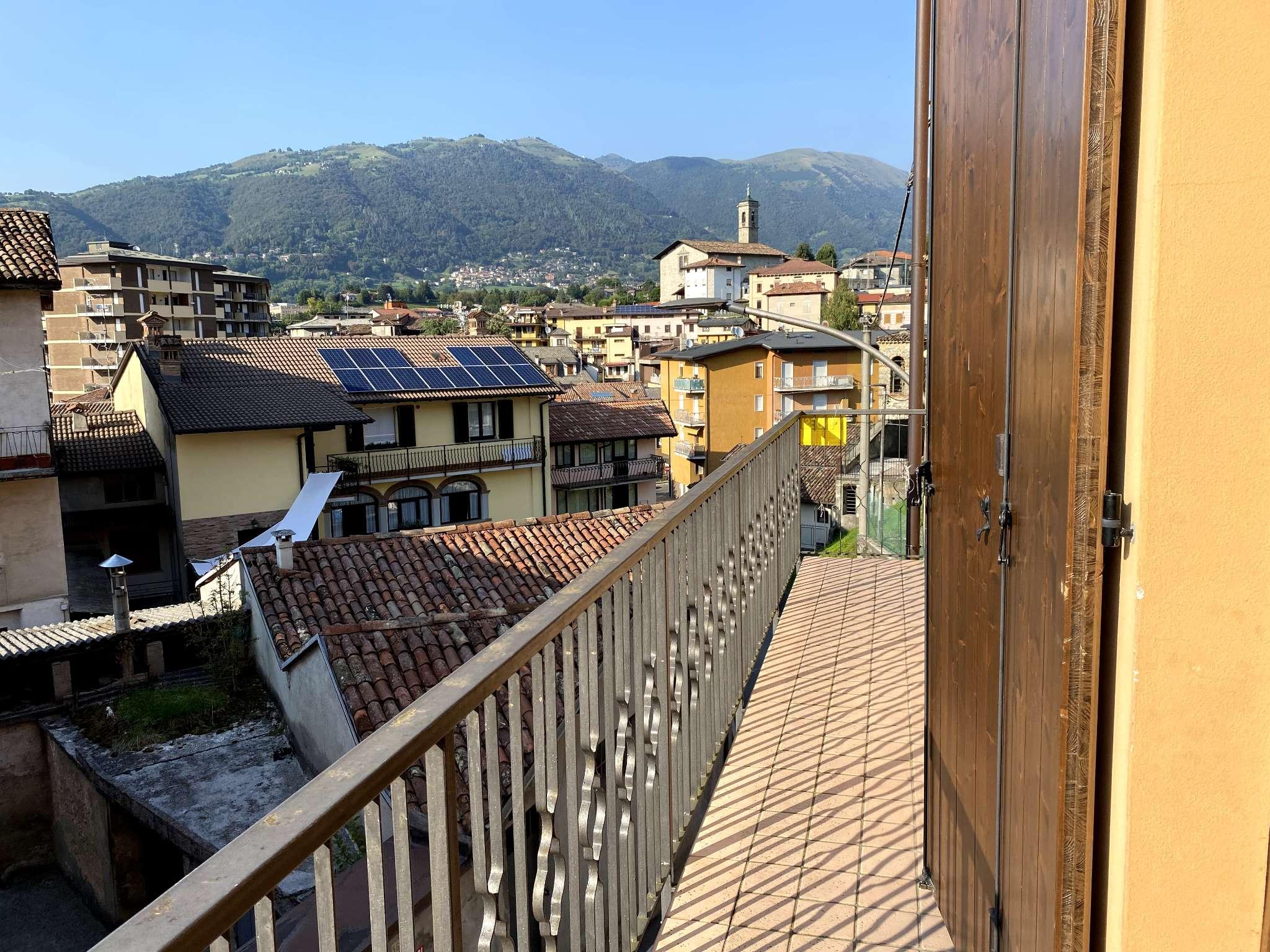 Appartamento in vendita a Leffe, 3 locali, prezzo € 65.000 | CambioCasa.it