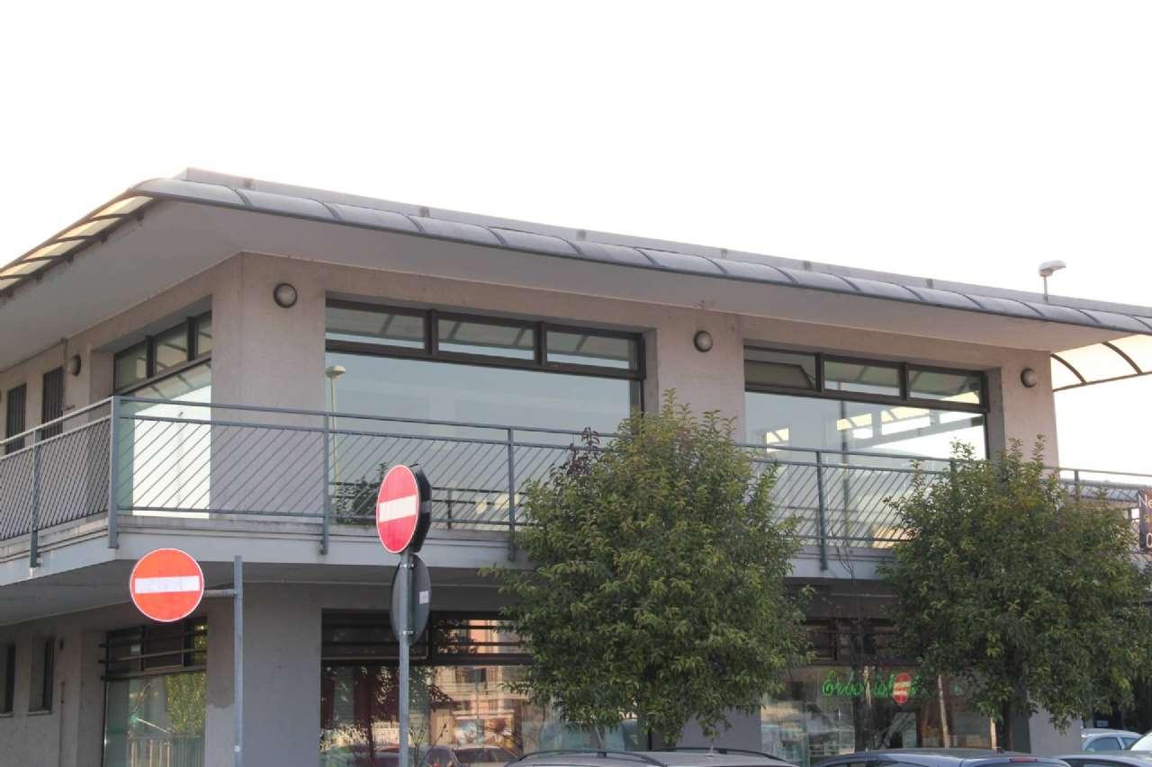 Negozio / Locale in Vendita a Trezzano Rosa