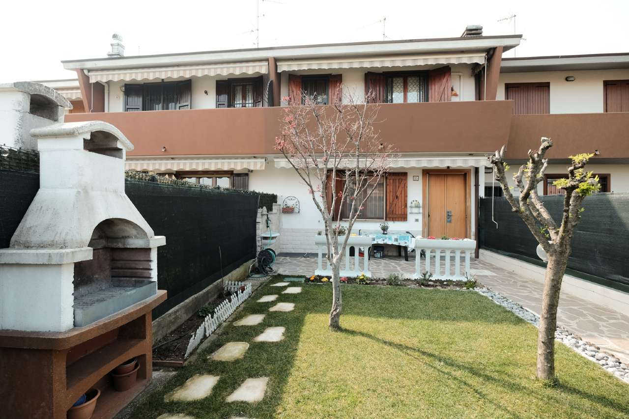 Villa a Schiera in vendita a Boltiere, 9999 locali, prezzo € 180.000 | PortaleAgenzieImmobiliari.it