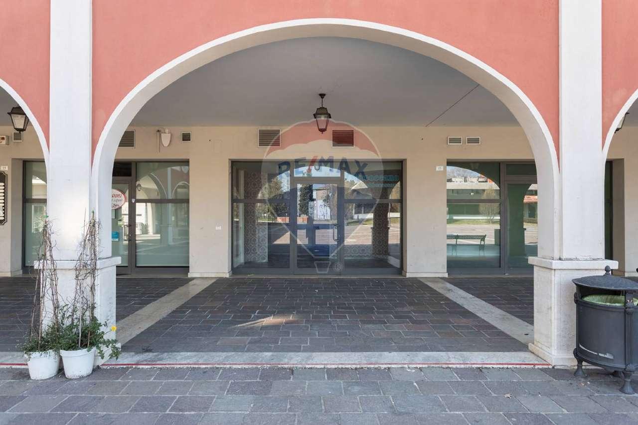 Negozio / Locale in affitto a Brembate di Sopra, 9999 locali, prezzo € 850 | PortaleAgenzieImmobiliari.it
