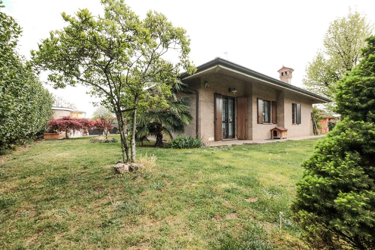 Villa in vendita a Brembate, 4 locali, prezzo € 480.000 | PortaleAgenzieImmobiliari.it