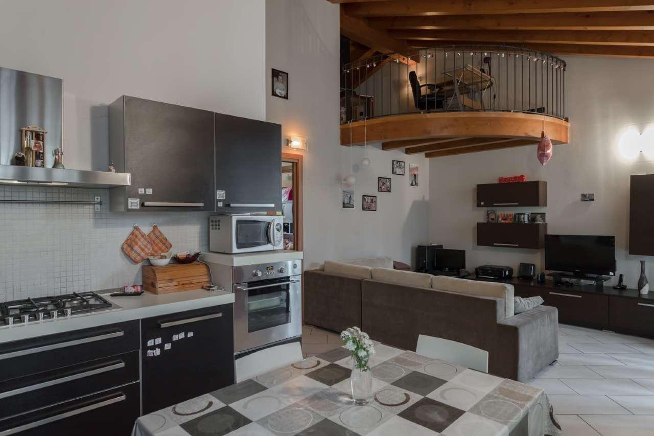 Appartamento in vendita a Boltiere, 3 locali, prezzo € 169.000 | PortaleAgenzieImmobiliari.it