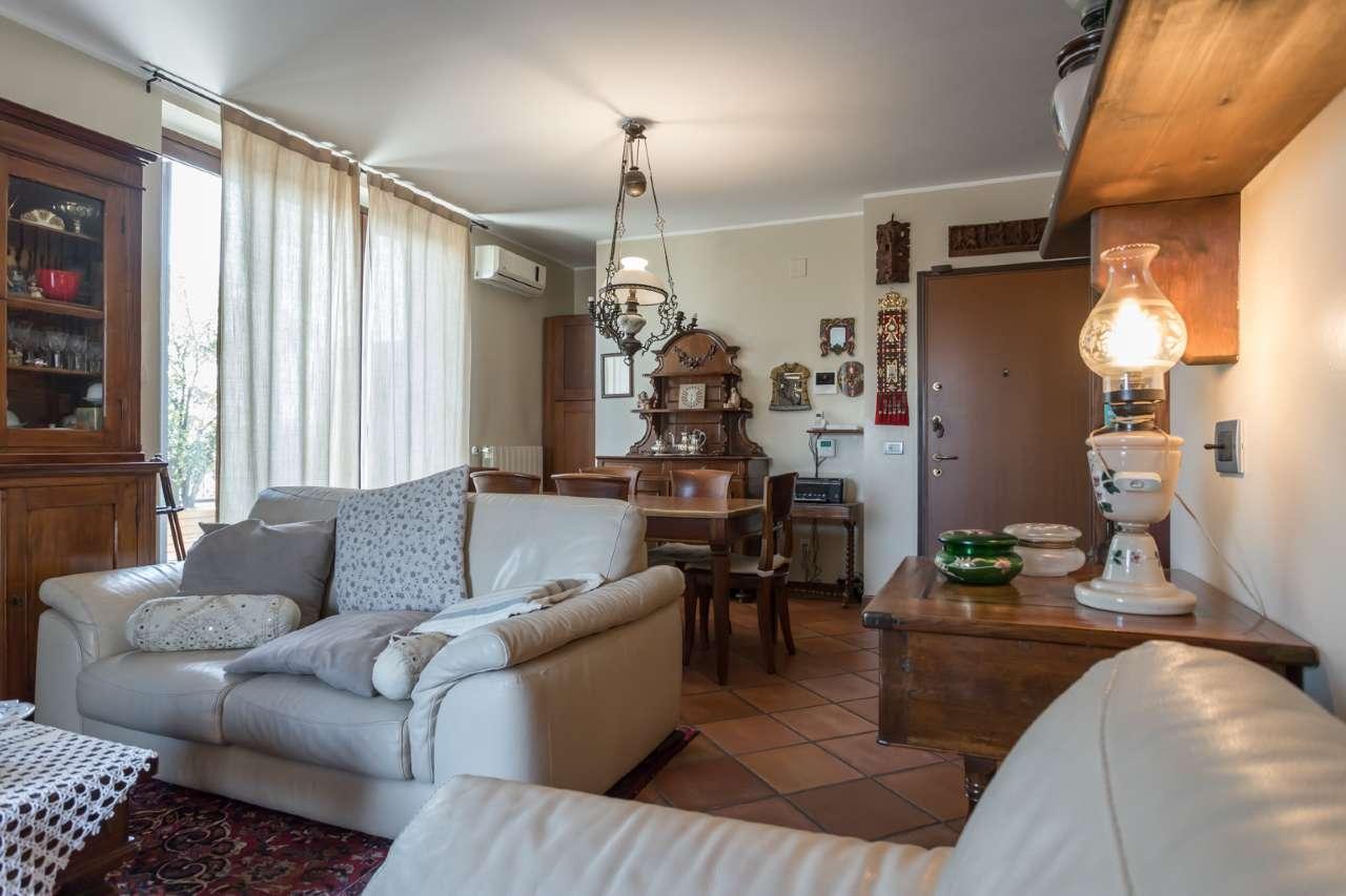 Appartamento in vendita a Trezzano Rosa, 5 locali, prezzo € 278.000 | PortaleAgenzieImmobiliari.it