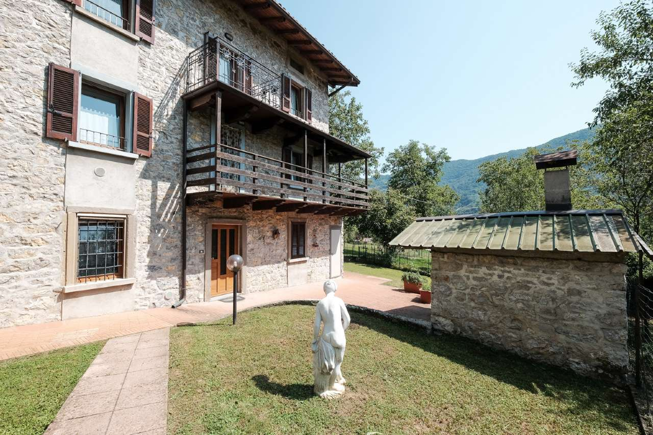 Rustico / Casale in vendita a Capizzone, 5 locali, prezzo € 105.000 | PortaleAgenzieImmobiliari.it