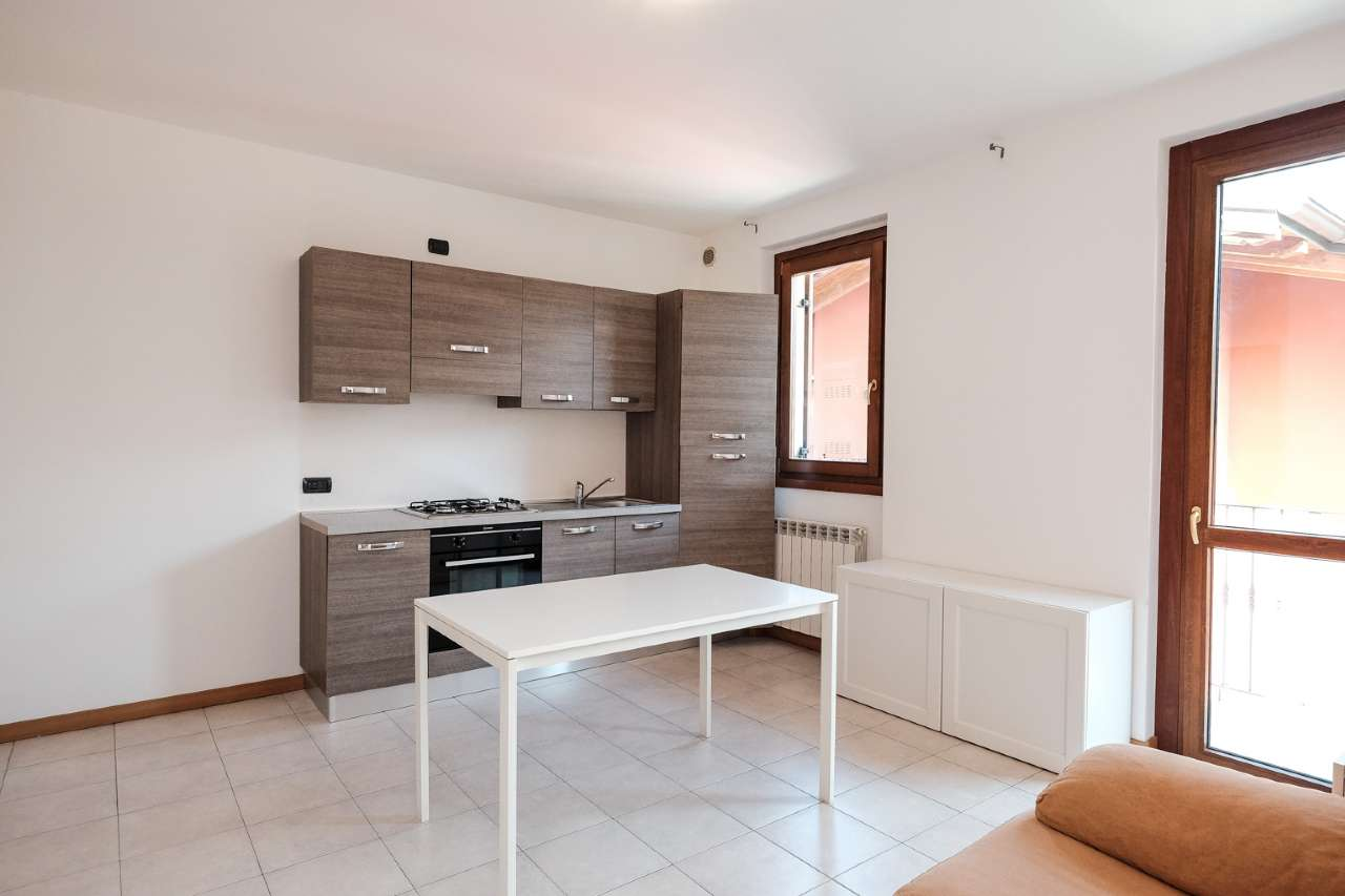 Appartamento in vendita a Seriate, 2 locali, prezzo € 119.000 | CambioCasa.it