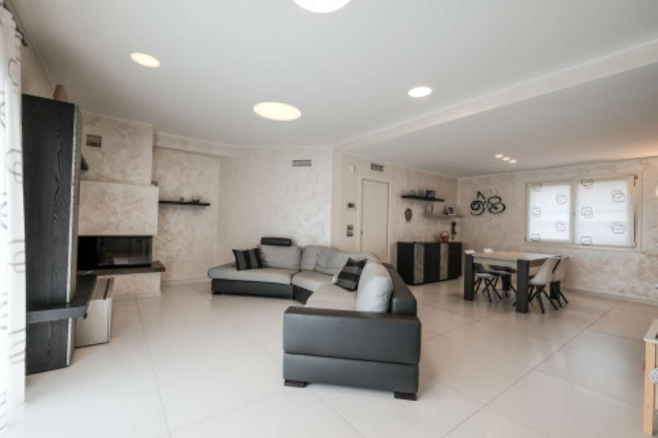 Appartamento in vendita a Bonate Sotto, 3 locali, prezzo € 248.000 | PortaleAgenzieImmobiliari.it