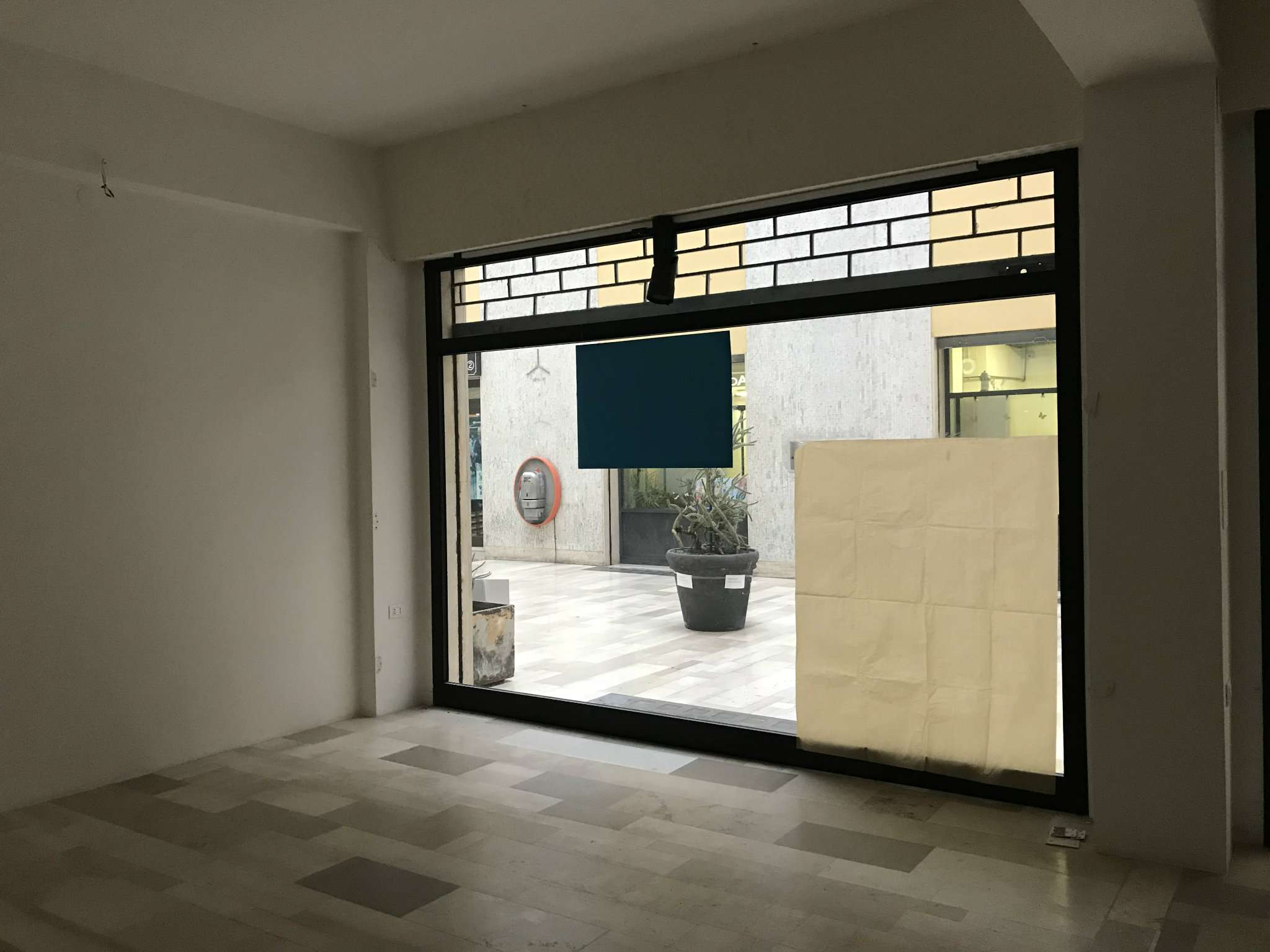 Negozio / Locale in affitto a Cesena, 2 locali, prezzo € 500 | CambioCasa.it