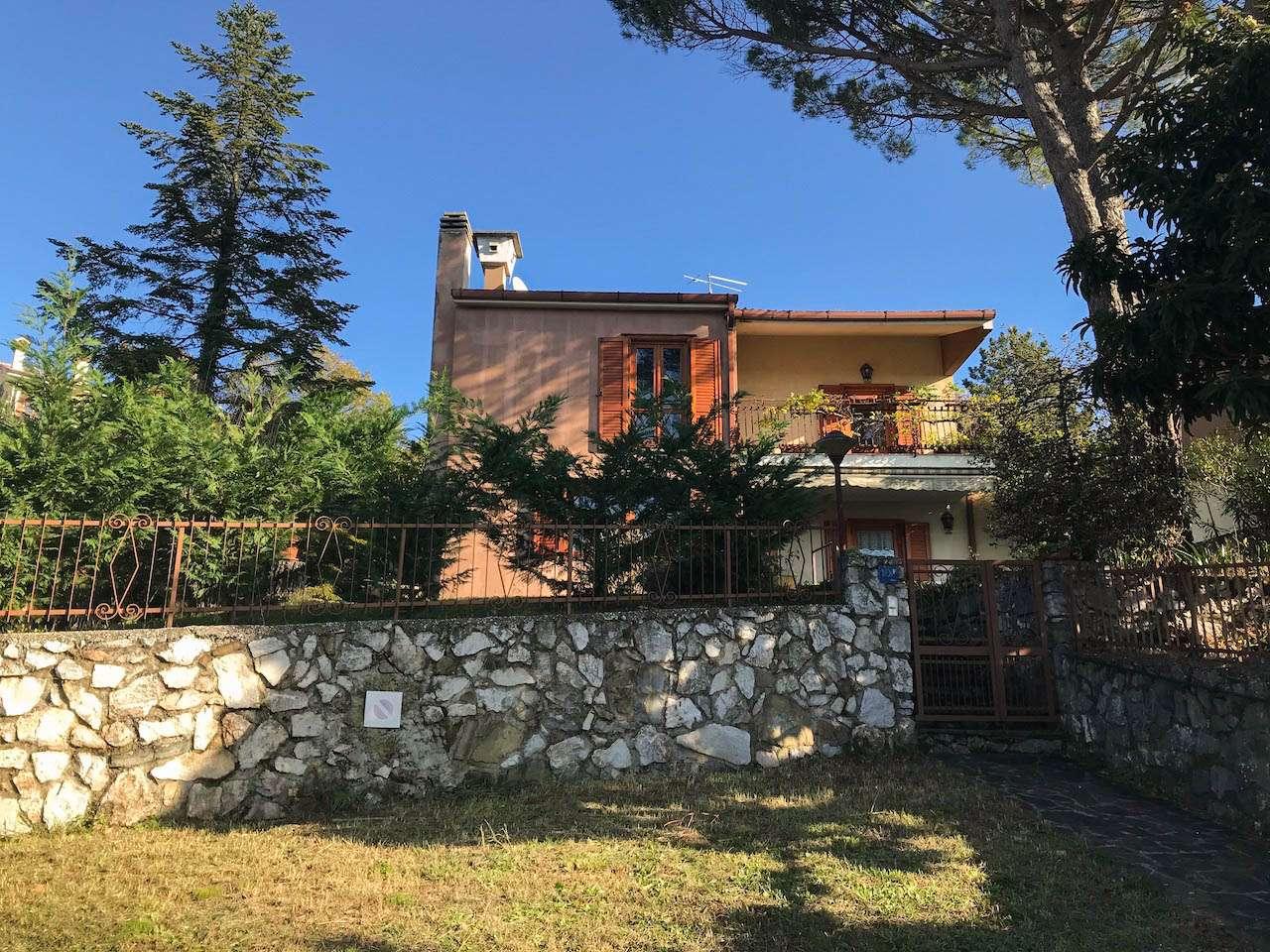 Villa Bifamiliare in vendita a Duino-Aurisina, 5 locali, prezzo € 390.000   CambioCasa.it
