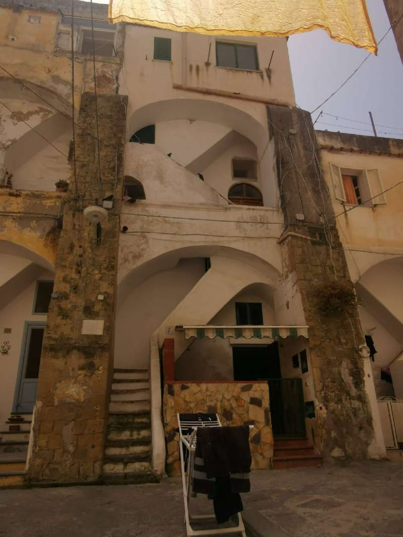 Appartamento in vendita a Procida, 5 locali, prezzo € 320.000   PortaleAgenzieImmobiliari.it
