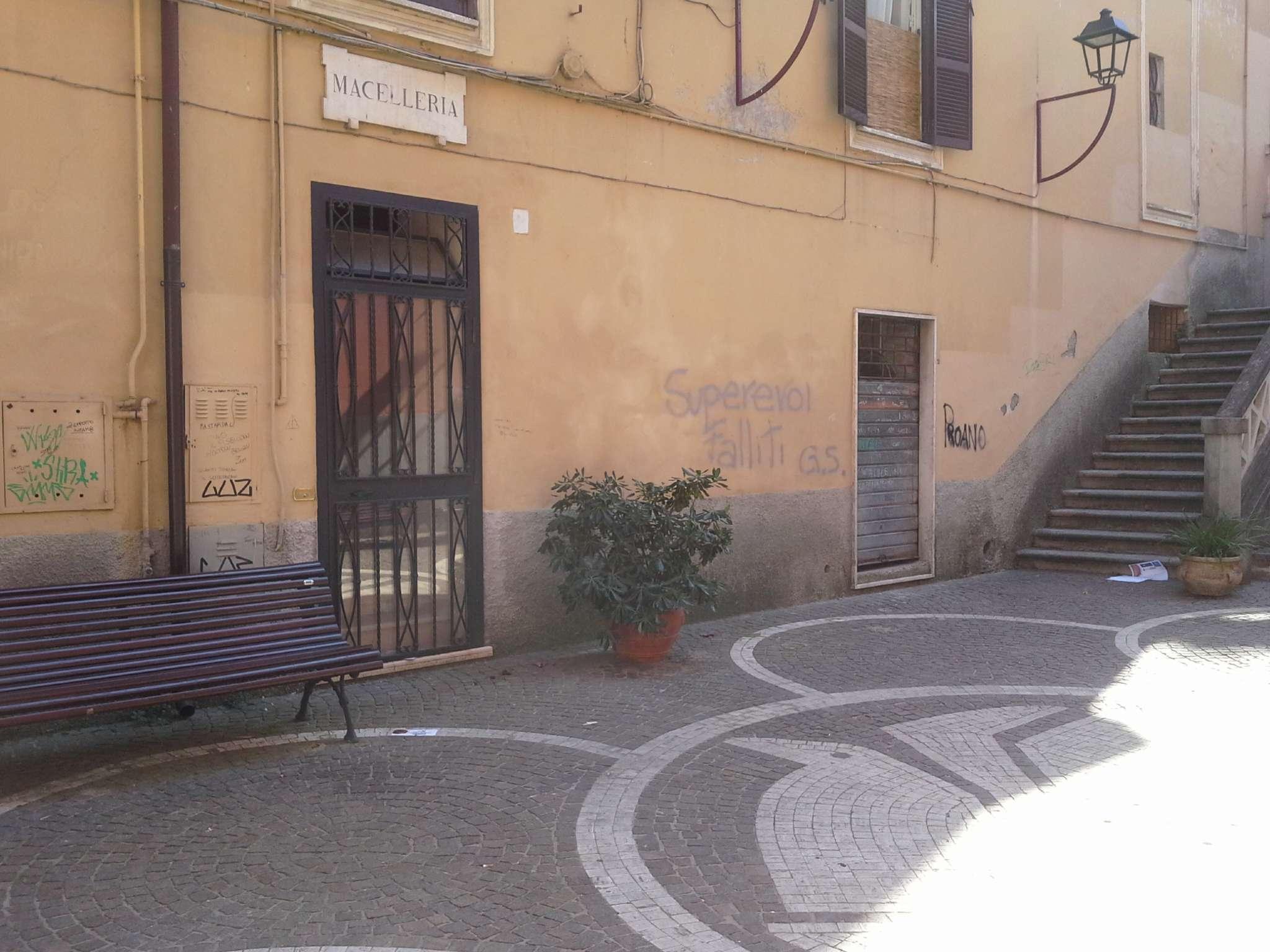 Negozio / Locale in vendita a Frosinone, 1 locali, prezzo € 30.000 | CambioCasa.it