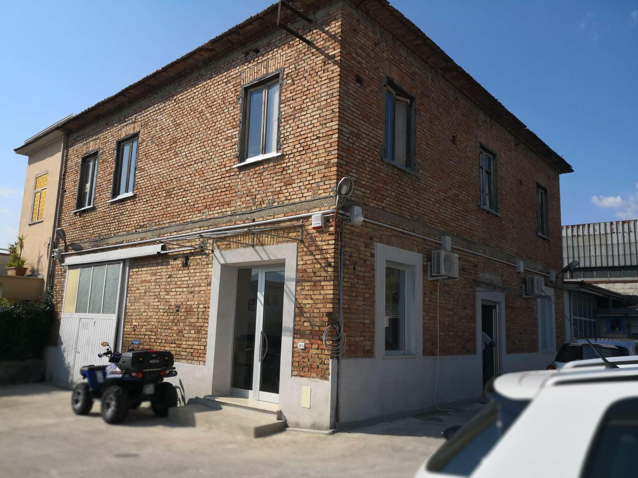 Negozio / Locale in vendita a Frosinone, 9999 locali, prezzo € 210.000 | CambioCasa.it