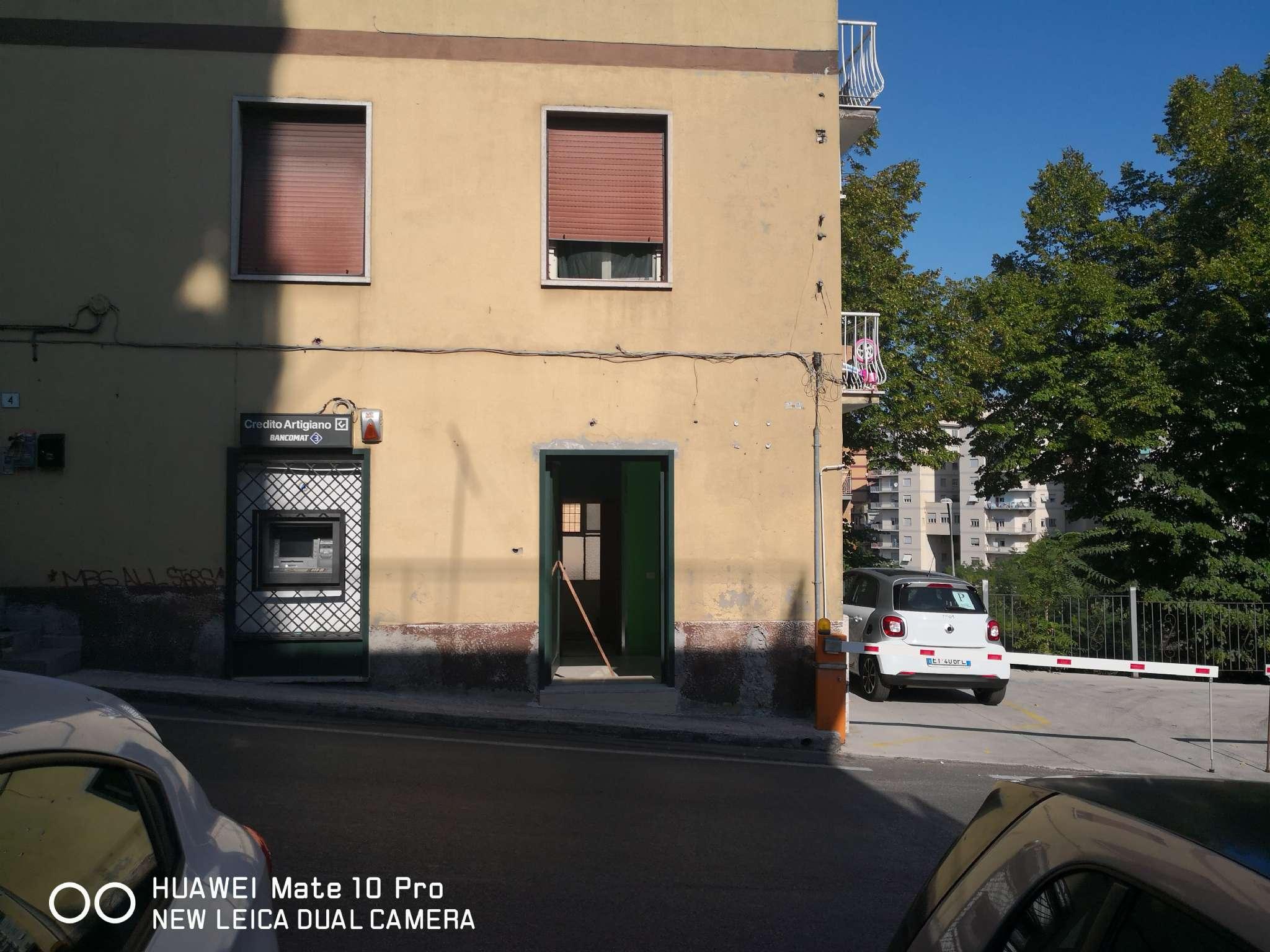 Negozio / Locale in affitto a Frosinone, 9999 locali, prezzo € 350 | CambioCasa.it