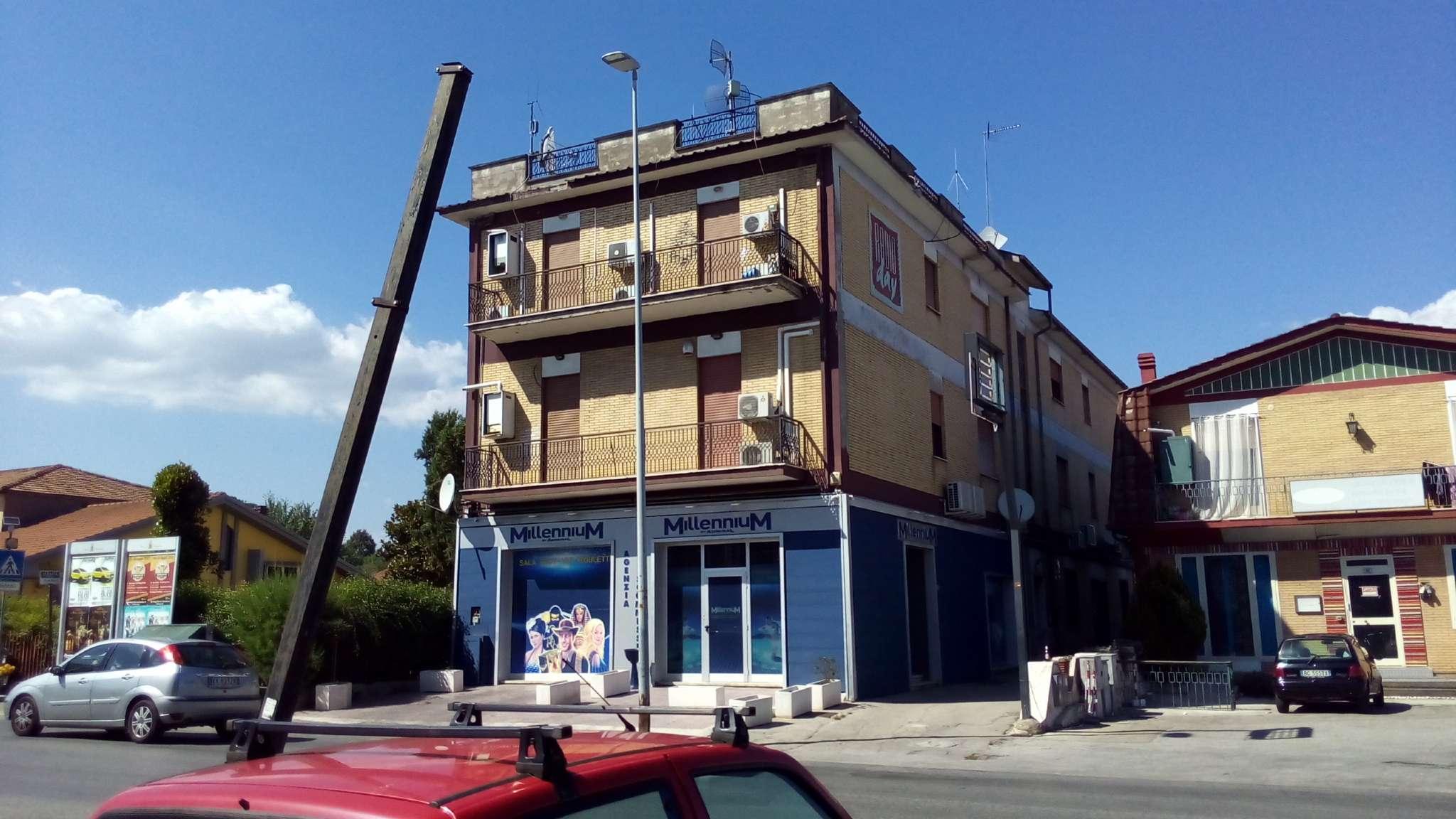 Appartamento in buone condizioni in vendita Rif. 8964707