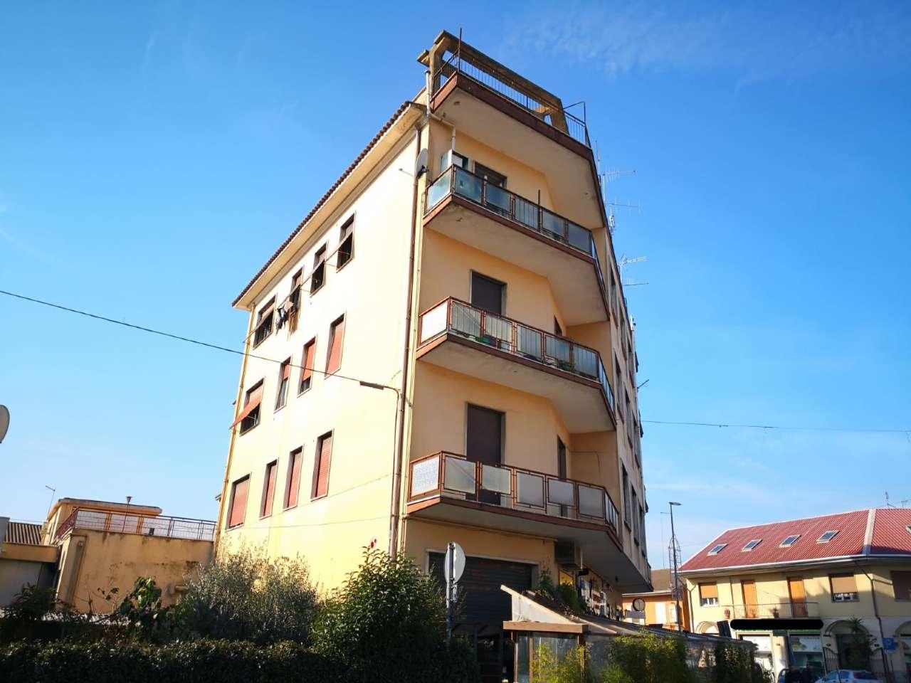 Appartamento in buone condizioni in vendita Rif. 9001659