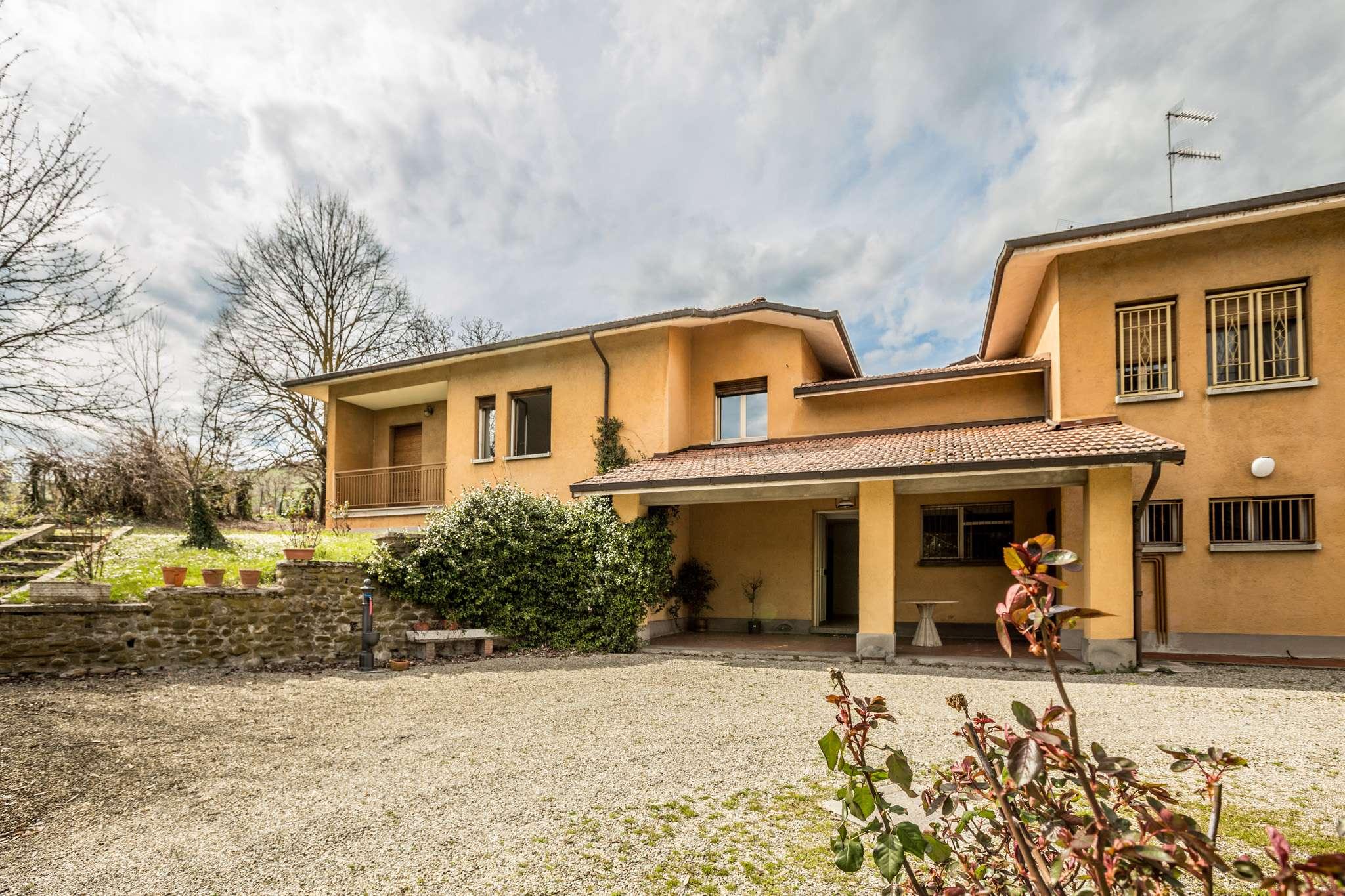 Annunci immobiliari di soluzioni indipendenti in vendita a for Casa piano diviso