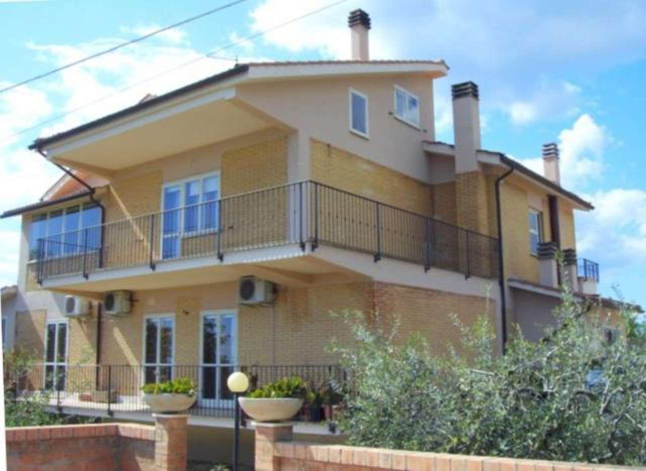 Villa in vendita a Magliano Sabina, 6 locali, prezzo € 720.000 | CambioCasa.it