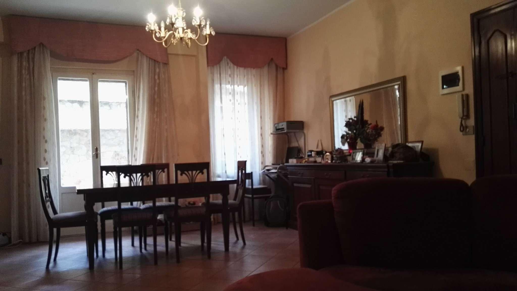 Appartamento in buone condizioni in vendita Rif. 5825240
