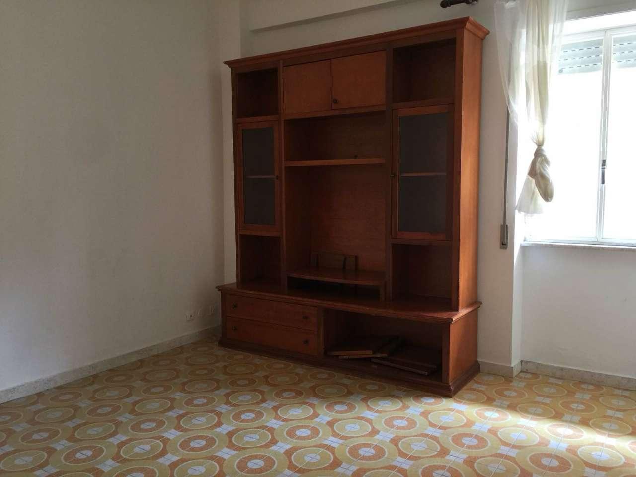 Appartamento in buone condizioni parzialmente arredato in affitto Rif. 6482054